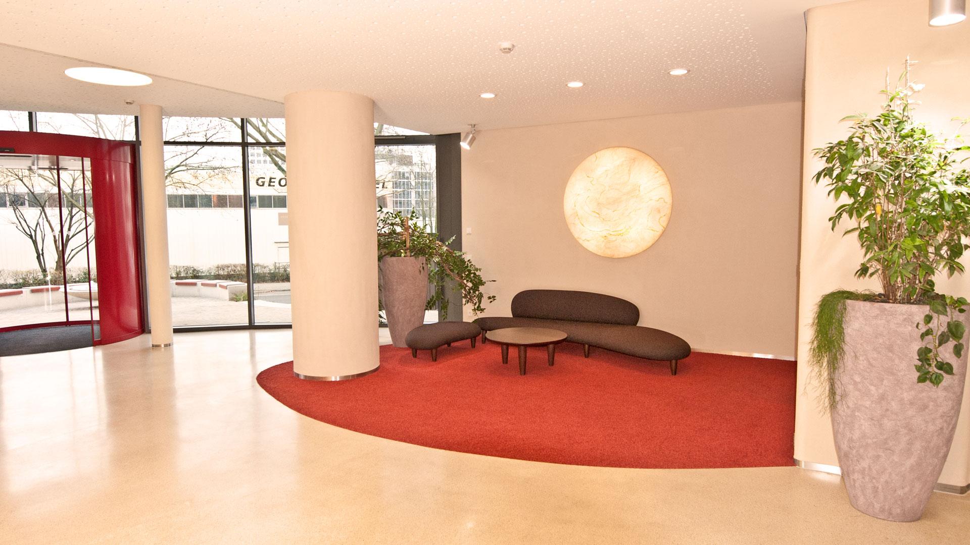 Foyer in Feng Shui Raumgestaltung mit Sitzecke und harmonischer Farbgebung durch atelier8 Barbara Jurk