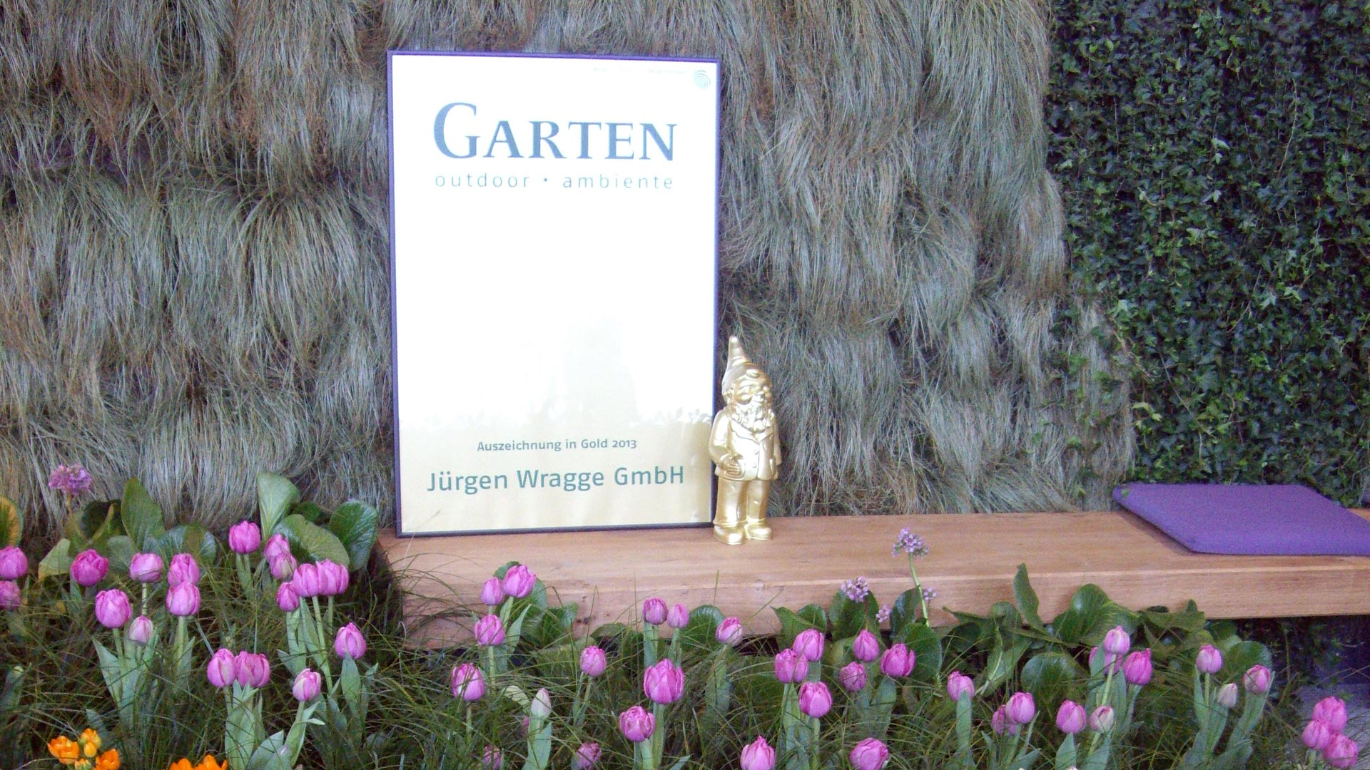 Detailaufnahme Ausschnitt Messestand mit Auszeichnung in Gold der Jürgen Wrigge GmbH